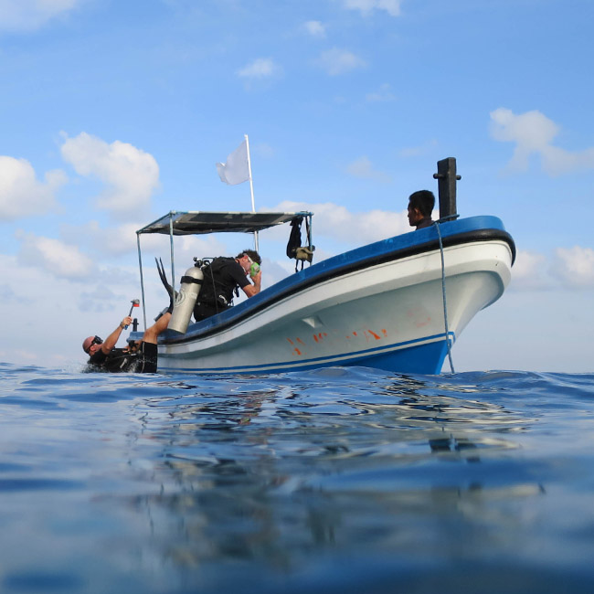 diving boat scubadivers indonesia rote island nemberala