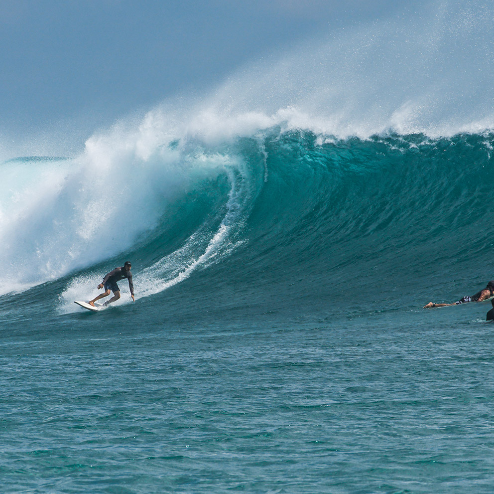 surfing surfer big waves indonesia rote island nemberala anugerah besialu
